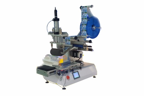Flat square/rectangular bottle labeler machine