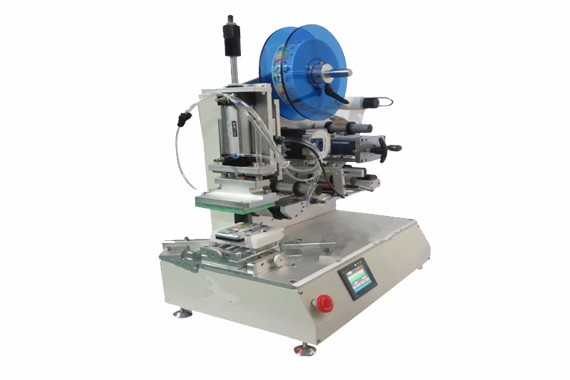 High precision labeling machine